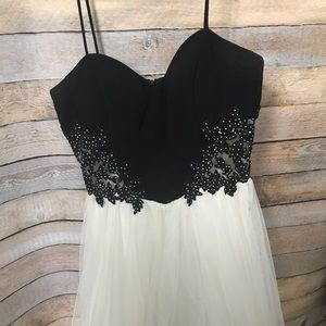 Dresses & Skirts - Formal dress juniors size 11